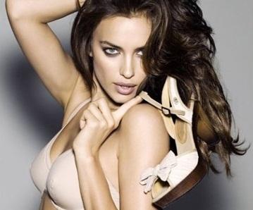 Irina Shayk s'est dénudée pour la publicité des nu-pieds